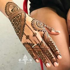 Simple and Easy Mehndi Designs For Beginners Stylish Mehandi Design - Fashion Mehndi Designs For Beginners, Modern Mehndi Designs, Mehndi Design Pictures, Wedding Mehndi Designs, Mehndi Designs For Fingers, Beautiful Henna Designs, Arabic Mehndi Designs, Latest Mehndi Designs, Mehndi Images