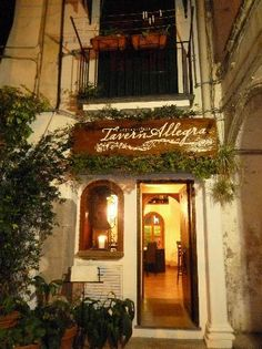 TavernAllegra in Sorrento, Italy. Delightfully entertaining!
