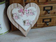 coeur en bois shabby chic à suspendre : Décorations murales par gaiacreas
