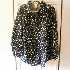 New long sleeve Roaman's black/white blouse. 1X New pretty long sleeve black and white design button down blouse. 1X. Fits more like 2X. Just bought too small. New in package. 60 cotton 40 polyester. Roaman's Tops Button Down Shirts
