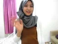 Pashmina Tutorial for Wide and Long Pashminas, via YouTube.