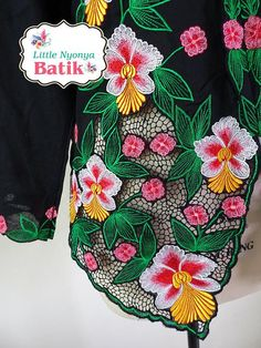 NEW beautiful & delicate Peranakan Nyonya kebaya basic quality. This traditional Peranakan top suitable for formal occasion like wedding & graduation (worn with sarong) and casual wear: office & outing motif: intricate orchid embroidery Material: cotton Size: XXL. please refer to