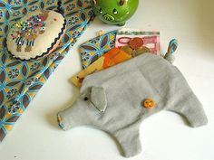 diy-piggie-banks...There are 8 Piggie Banks to make, soooooo cute. Good idea for childrens parties as a goodie bag. Also put a buck or two inside to get them started.