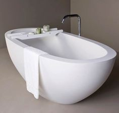 Dado Moloko Freestanding Bath Nice shape, good wide edge