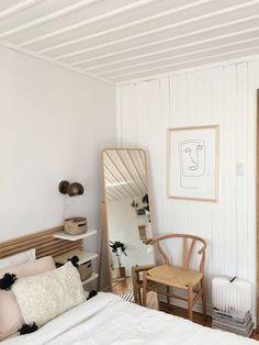 "This Serene, ""Scandinavian Shaker"" Style Studio Looks Like the Perfect Place to Relax — House Call Estilo Shaker, Home Bedroom, Bedroom Decor, Bedroom Ideas, Bedroom Mirrors, Bedroom Artwork, Master Bedrooms, Bedroom Designs, Bedroom Wall"