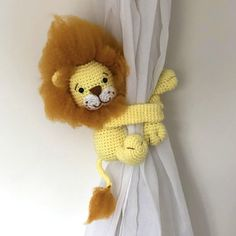 Lion curtain tie back crochet PATTERN left or right side
