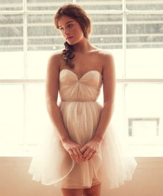 Simple, elegant. Kind of reminds me of my homecoming dress...