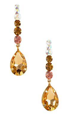 Brinco folheado a ouro com pedras em strass e cristal rose. Linda peça, ideal para completar com muito glamour seu look de festa.