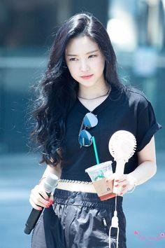 Son Na Eun Apink❤180721 South Korean Girls, Korean Girl Groups, Asian Fashion, Fashion Beauty, Son Na Eun, Apink Naeun, Pink Panda, Kpop Outfits, The Most Beautiful Girl