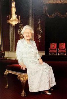 Queen, Formal Dresses, Fashion, England, Dresses For Formal, Moda, Formal Gowns, Fashion Styles, Formal Dress