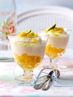 Unter der frischen Limetten-Joghurtcreme versteckt sich leckere Mango