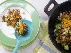 Bulgurpfanne mit Erdnüssen   Kalorien: 432 Kcal - Zeit: 30 Min.   http://eatsmarter.de/rezepte/bulgurpfanne-erdnuessen