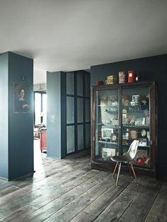 Journalists Sara and Louis Bonnard have decorated their Parisian loft using both new and heritage design and decor elements. Paris Loft, Rue Verte, Turbulence Deco, Interior Decorating, Interior Design, White Ceiling, Paris Apartments, Blue Rooms, Best Interior
