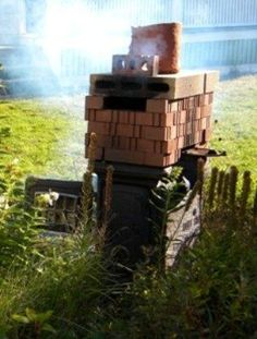 If you can locate an old wood stove and some bricks, you can build a homemade kiln. This type of kiln is easy to assemble and disassemble and can be built to any height depending on your needs. Pottery Kiln, Pottery Teapots, Pottery Sculpture, Sculpture Clay, Ceramic Pottery, Ceramic Sculptures, Ceramic Bowls, Ceramic Art, Pottery Vase