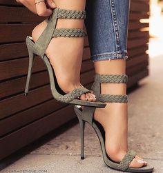 "19.4k Likes, 92 Comments - Loving Haute Couture (@lovinghautecouture) on Instagram: ""Love or Hate?? #heels"""