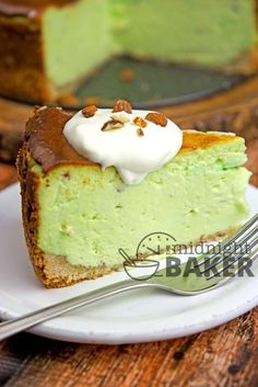 If you love pistachio, then you'll flip over this cheesecake! Pistachio Cheesecake is heaven in a bite! It is super rich and worth every bite! Pistachio Cheesecake, Pistachio Dessert, Pistachio Recipes, Cheesecake Recipes, Dessert Recipes, Pistachio Pudding, Oreo Cheesecake, Pie Recipes, Stevia
