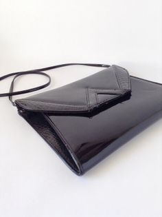 Black Patent Purse - Faux Leather Alligator Skin - Retro Handbag - Shiny Glossy - Cross Body Shoulder Bag - Flat - Almondo