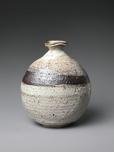 Sake bottle, 2000 _ Stoneware with white slip (kohiki style) _ by Tsujimura Shirō (Japanese, born Ceramic Jars, Ceramic Clay, Ceramic Pottery, Pottery Art, Slab Pottery, Pottery Ideas, Japanese Ceramics, Japanese Pottery, Sake Bottle