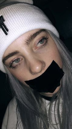 Recently shared billie eilish fondos de pantalla wallpaper ideas Billie Eilish, Pretty People, Beautiful People, Black And White Outfit, Videos Instagram, Girl Crushes, Music Artists, Cover Art, Celebs