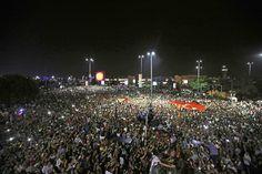 Dimostrazioni popolari davanti all'aeroporto Ataturk durante il tentativo di golpe