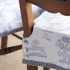 to make a buttoned chair cover Removable kitchen chair slipcovers.love these because they won't keep falling on the floor!love these because they won't keep falling on the floor! Sewing Hacks, Sewing Tutorials, Sewing Patterns, Fabric Crafts, Sewing Crafts, Sewing Projects, Kitchen Chair Covers, Seat Covers For Chairs, Covering Chairs