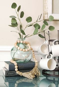 Love all things Joanna Gaines, Magnolia Homes and Fixer Upper? Try these DIY Projects for DIY farmhouse decor inspired by all. Step by Step How To Ideas. Easy Woodworking Projects, Diy Wood Projects, Wood Crafts, Diy Crafts, Woodworking Bench, Woodworking Joints, Fine Woodworking, Easy Projects, Wood Bead Garland