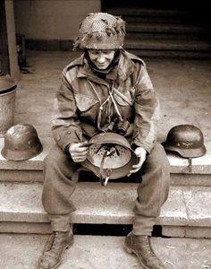 During Operation Varsity, Regimental Sergeant Major Evans of the Battalion,The Devonshire Regiment examines captured German helmets in Hamminkeln, Germany, March British Uniforms, Ww2 Uniforms, Tiger Ii, Luftwaffe, Paratrooper, British Soldier, British Army, World War One, Second World