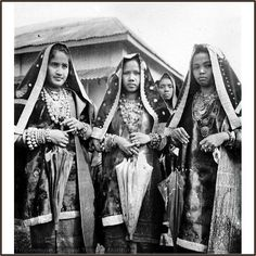 Minangkabau ladies from Koto Gadang - Indian influence on local fashion