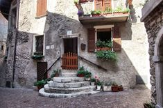 Holidays on Lake Garda: the three most beautiful places in Bella Italia - Vacation on Garda planned? We have a couple tips for your vacation in on www. Most Beautiful, Beautiful Places, Backpacking Europe, Travel Europe, Lake Garda, Wall Crosses, Cozy Room, Italy, Vacation