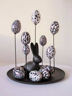 Easter Decorations 422916221243866772 - Osterdekoration in schwarz weiss Source by Rock Crafts, Diy And Crafts, Diy Osterschmuck, Clay Art Projects, Kitchen Ornaments, Easter Egg Designs, Home Grown Vegetables, Puppy Food, Inside Design