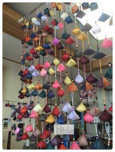 벌써 지난 5월의 일이네요. 블로그를 보고 의뢰하셔서, 이렇게 원형바늘방석을 많~~이, 많이많이 만들었어... Creative Textiles, Korean Art, Korean Traditional, Creative Studio, Chinese Art, Textile Design, Hand Sewing, Diy And Crafts, Ceiling Lights