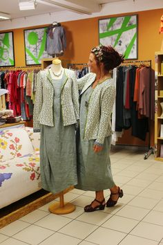 Naturmoden Steffi Hacke: modische Zwillinge. Look at the pieced details on that dress.