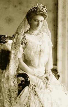 Princess Alice on her wedding day, wearing her mother's diamond stars as well as flowers. more info from royal magazin http://www.royal-magazin.de/england/battenberg-milford-haven/greece-alice-stars.htm
