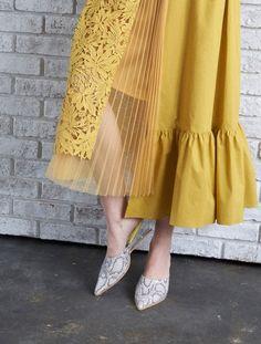 Abaya Fashion, Modest Fashion, Skirt Fashion, Fashion Dresses, Japan Fashion, Runway Fashion, Womens Fashion, Simple Dresses, Beautiful Dresses