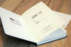 """Cahier!   """"Le papier fait de la résistance"""", pas mal le concept. Des pages détachables au milieu et une page """"Table des matières"""" à la fin, c'est bien vu."""