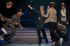 can we all just take a moment to appreciate this picture of one direction making it to the finale