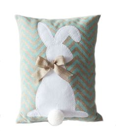 Burlap Easter Bunny Pillow-Blue- I can make this by hand Sewing Pillows, Diy Pillows, Decorative Pillows, Throw Pillows, Applique Pillows, Cushions, Easter Projects, Easter Crafts, Hoppy Easter