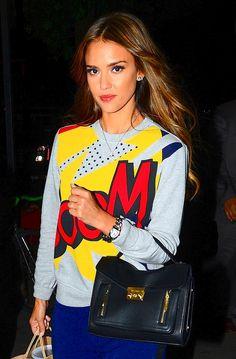 """Le sweat-shirt """"pop art"""" de Jessica Alba à New Yorko"""