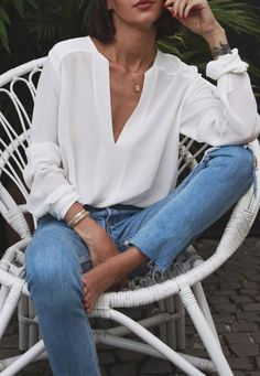 Spring Outfit Idea White Shirt And Jeans - Outfits Mode Outfits, Casual Outfits, Fashion Outfits, Jeans Casual, Fashion Tips, Fashion Websites, Hijab Fashion, Fashion Clothes, Fashion Shoes