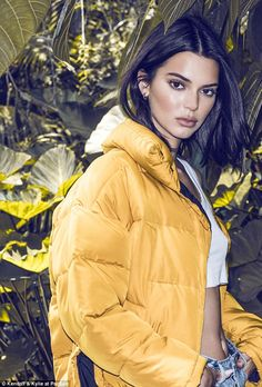 Kendall and Kylie Jenner are releasing yet another collection of clothing with Pac Sun called KENDALL + KYLIE 2018 Holiday Collection. Robert Kardashian, Khloe Kardashian, Kendall Jenner Outfits, Kendall And Kylie Jenner, Kendall Jenner Photoshoot, Kendall Jenner Modeling, Kardashian Kollection, Kendall And Kylie Collection, Calvin Klein