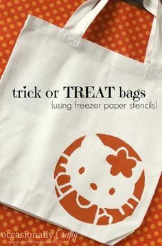 Stenciled Trick or Treat Bags- an easy way to customize your kid's treat bags for Halloween!
