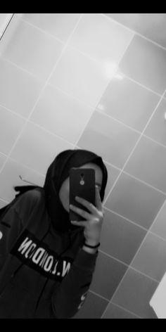 fashion hijab Hijab Tunic Models 2020 Tesettr al Modelleri Tesettr Tuni. fashion hijab Hijab Tunic Models 2020 Tesettr al Modelleri Tesettr Tunik Modelleri Hi Cute Girl Photo, Girl Photo Poses, Girl Photos, Hijabi Girl, Girl Hijab, Stylish Girls Photos, Stylish Girl Pic, Beautiful Hijab Girl, Girl Hiding Face
