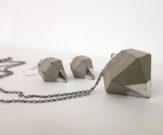 Diamond shape concrete jewelry set with metal foil.
