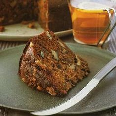 Spicy cake with dactyls and walnuts