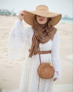 OOTD hijab untuk ke pantai – N&D – Hijab Fashion 2020 Hijab Casual, Ootd Hijab, Hijab Chic, Muslim Women Fashion, Modern Hijab Fashion, Womens Fashion, Outfit Essentials, Travel Outfit Summer, Summer Outfits