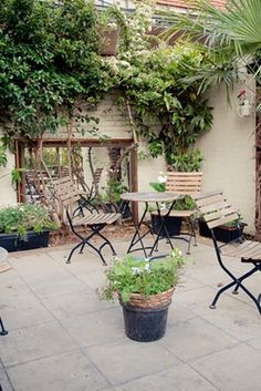 32 Pubs With Excellent Beer Gardens In London European Vacation, World Pictures, Beer Garden, Cool Bars, London Travel, Fun Drinks, Where To Go, Paris France, How To Look Better
