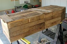 A pallet coffin :3 so awesome and realistic ! Visit & Like our Facebook page! https://www.facebook.com/pages/Rustic-Farmhouse-Decor/636679889706127