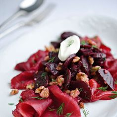 Beetroot-stained salmon recipe with beetroot and walnuts - Red Online