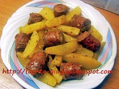 Λουκάνικο με πατάτες λεμονάτο
