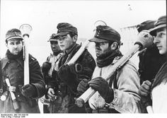 The front on the eastern border of Germany, February 1945.German soldiersmembers of a Kampfgruppe.are.equipped withthe deadlyPanzerfäusten